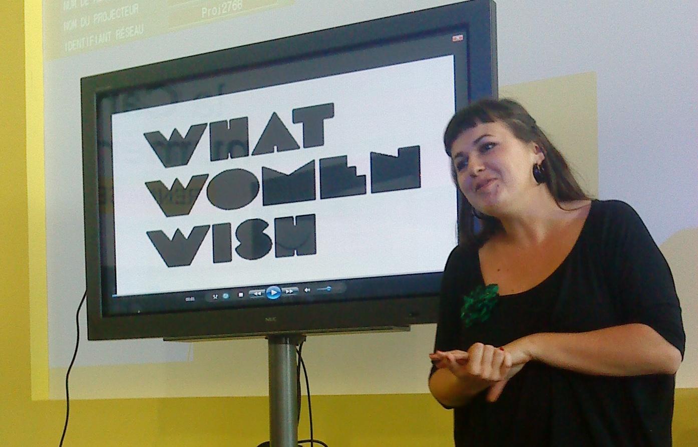 Fanny lors de la conférence à la Cantine numérique.